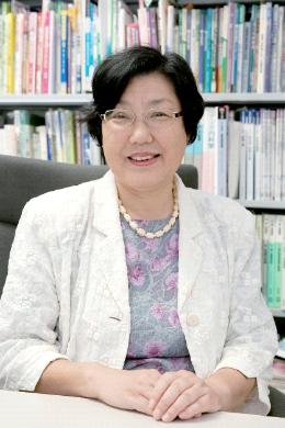 看護学研究科長 中村 悦子